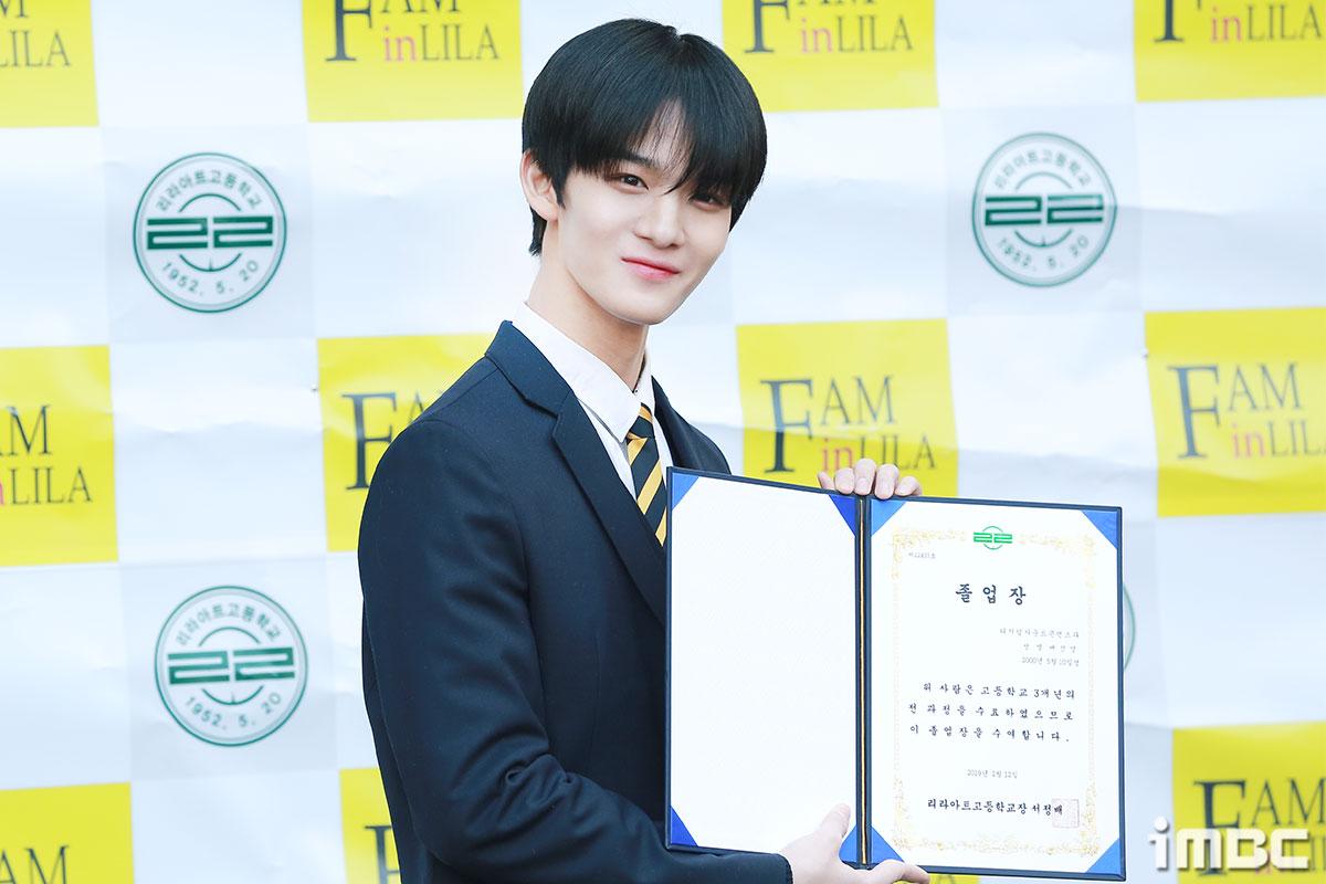 """[포토] 배진영, """"오늘 졸업해요!"""""""