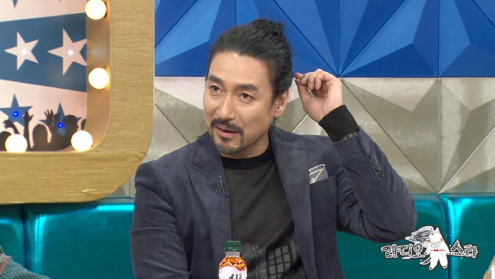 """'라디오스타' 긴머리 테리우스 신성우 """"'원형 탈모' 생겼다"""" 고백"""