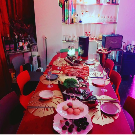 박나래, '나혼산'에서 맛나게 먹은 사찰음식으론 모자랐나? '나래바'에서 신나는 제철음식 파티!