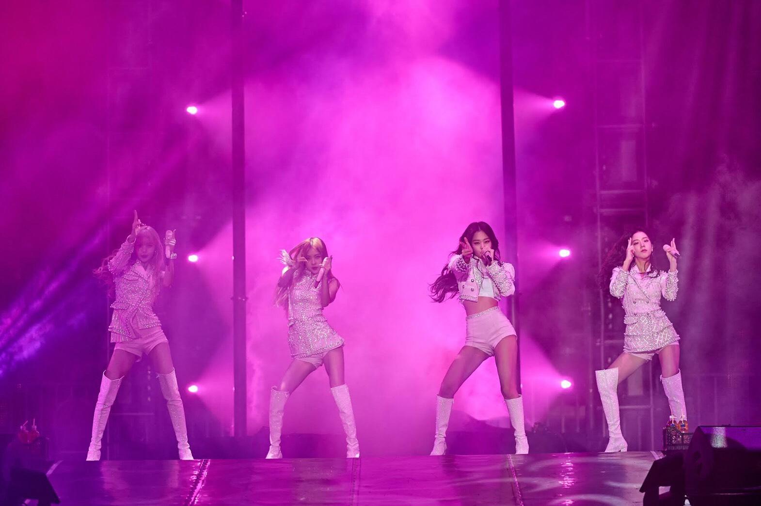 블랙핑크, 美 방송 출연 후 싱가포르 콘서트 개최! '현지 팬 열광'