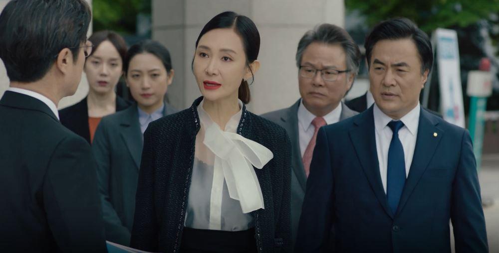 '더 뱅커' 김상중, 차기 행장직 욕심내는 채시라-김태우에 '고심'