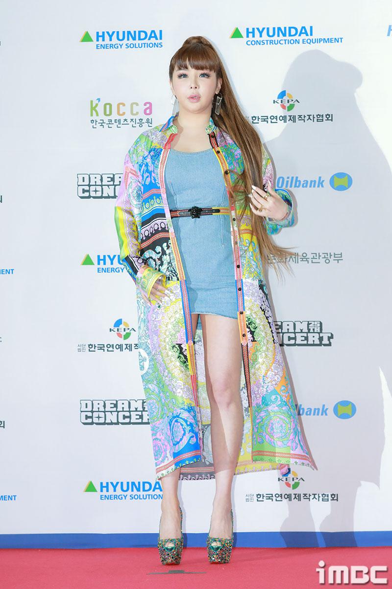 박봄, 톡톡 튀는 화려한 스타일