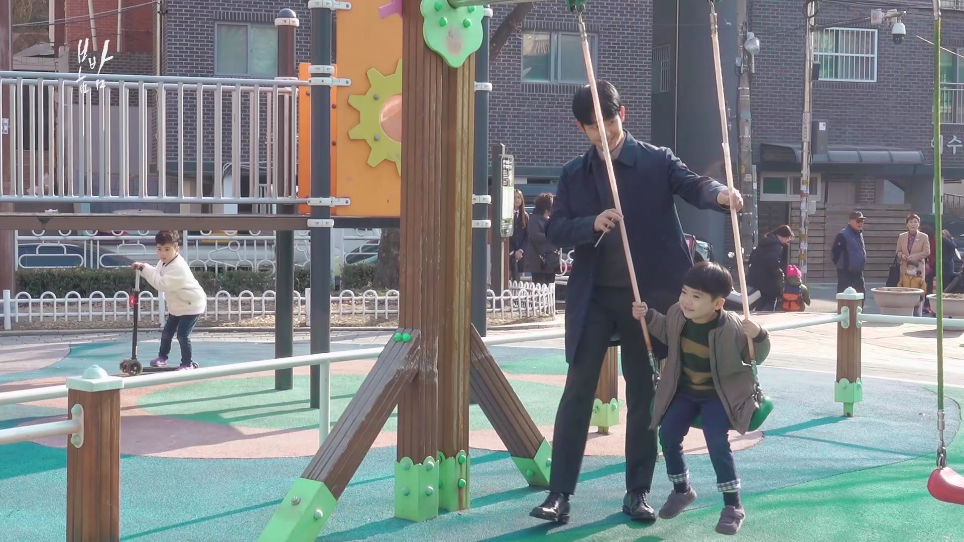 [M플레이] '봄밤' 정해인, 아들役 하이안과 다정한 父子 케미
