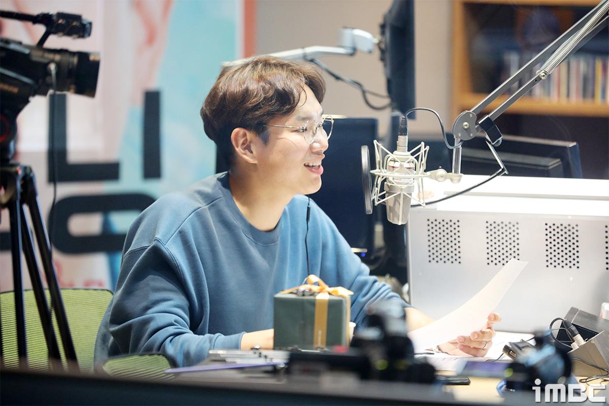 """[단독 B하인드] 장성규, 라디오 DJ 첫방송 하는 날 """"뀨디 울컥했어요~"""""""