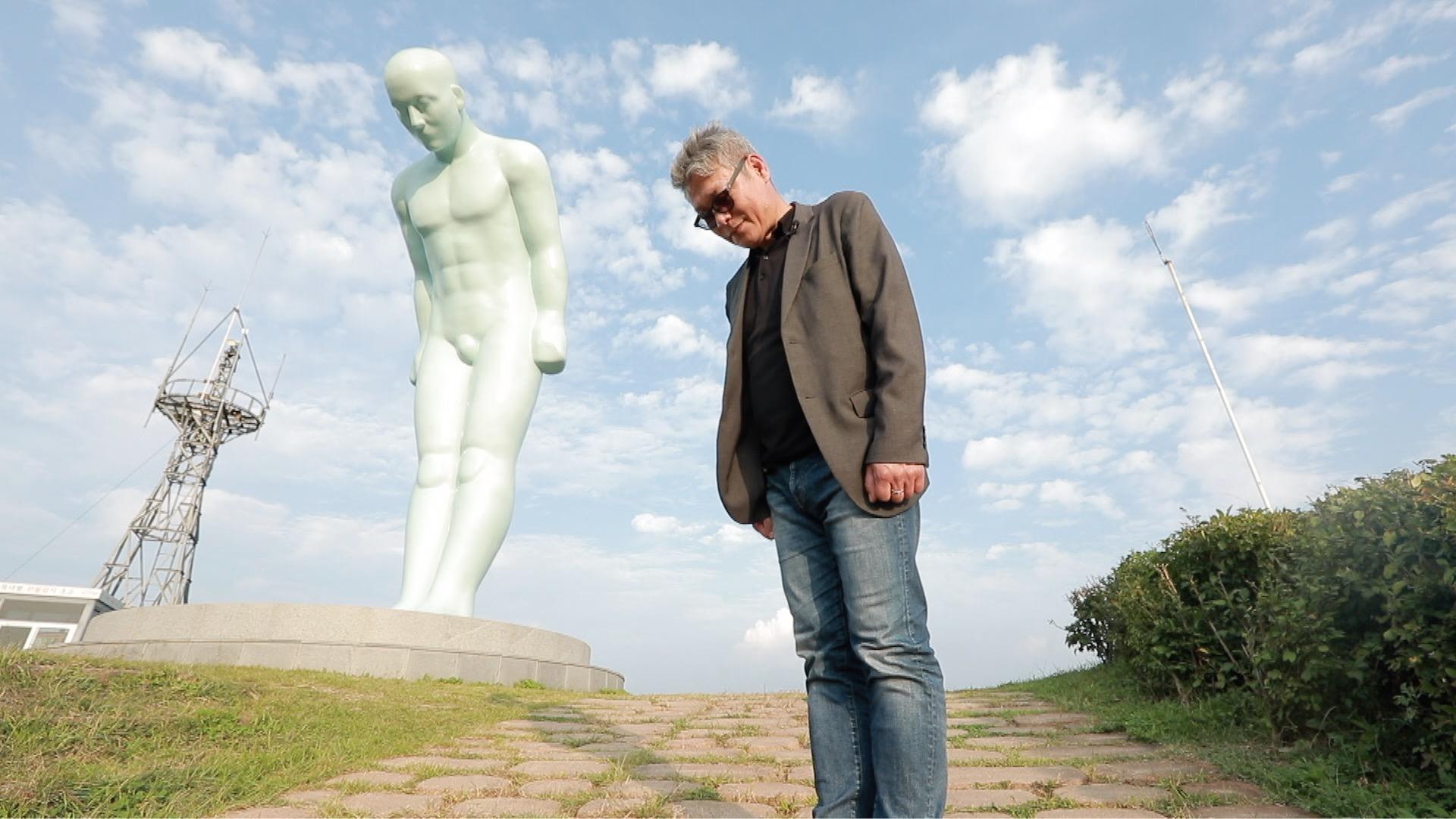 '문화사색' 평화를 염원하는 정중한 인사, '그리팅맨' 조각가 유영호를 만나다