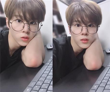 X1 김우석, 안경이 잘 어울리는 아이돌 1위 등극… '소화력 甲'