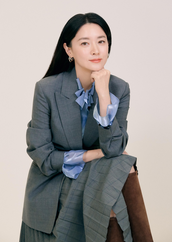 """[人스타] 이영애 """"여배우 아닌 40대 배우로서의 나를 찾아가는 중"""""""