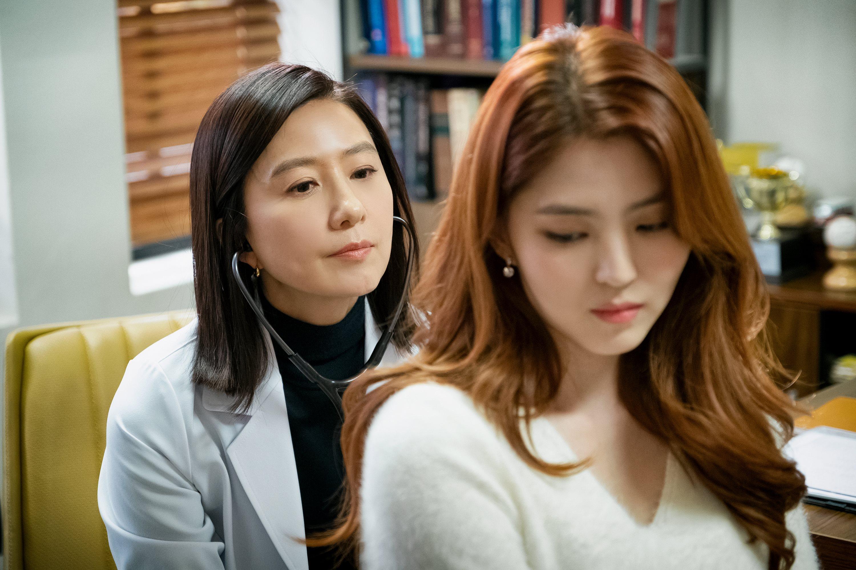 '부부의 세계' 김희애 vs 한소희, 미소 아래 도사린 '숨멎' 신경전