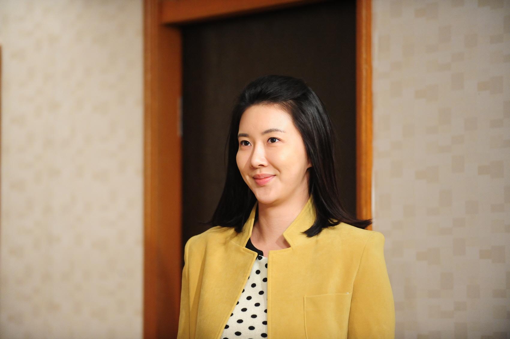 장미인애 인스타 전쟁…정부 비판→설전→은퇴 선언 [종합]