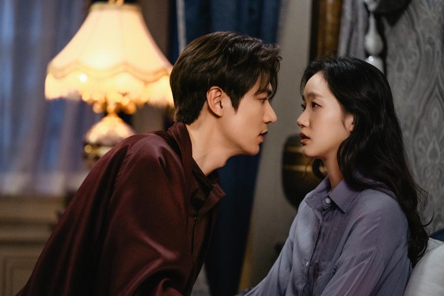 '더 킹' 황실패치 들썩! 이민호♥김고은, 치명적 '침실 키스' 심쿵