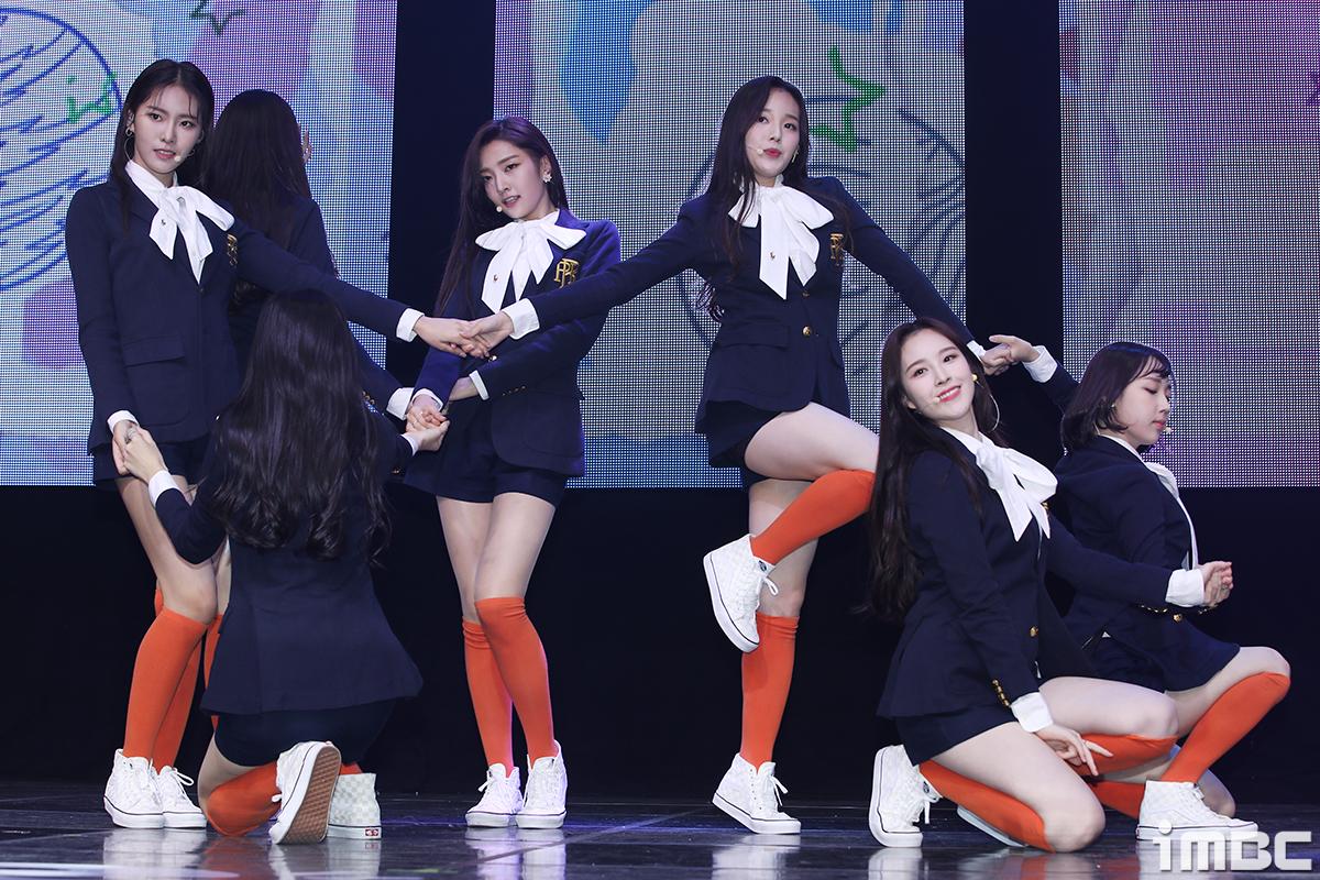 [포토] 위클리, 역대급 데뷔 무대