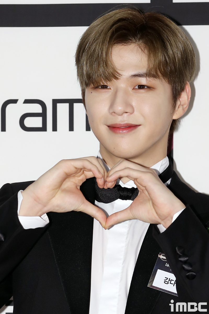 강다니엘, '8월 가장 기대한 컴백 아이돌' 선정… 대세의 위엄