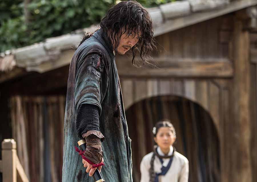 [애프터스크리닝] 처음 보는 칼춤, 통쾌한 액션, 지치지 않는 추격 '검객' ★★★