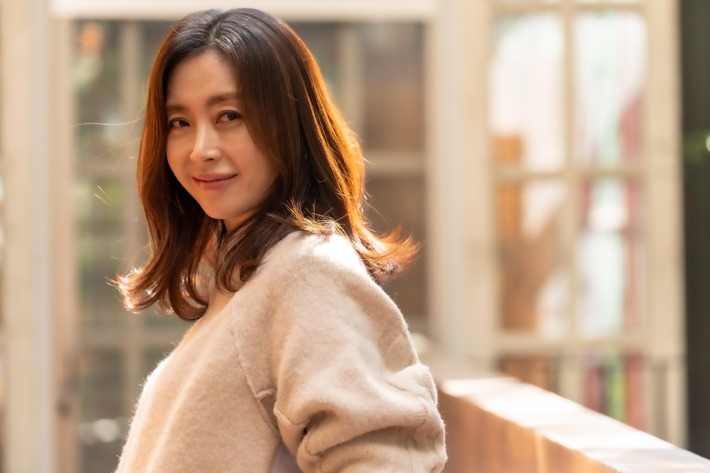 """[人스타] 송윤아 """"영화 제안에 '어머 나한테?' 싶어 놀랐고 감사한 마음에 출연 결심"""""""