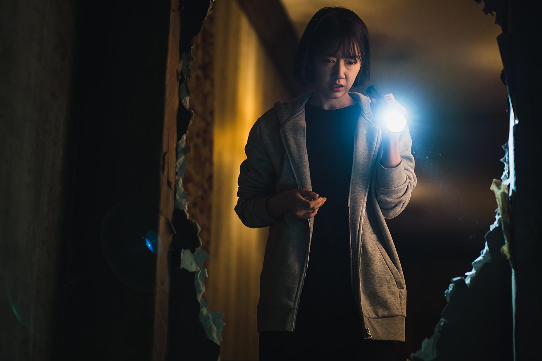 [애프터스크리닝] 박신혜의 안정적인 연기+ 전종서의 광란폭주가 빚어낸 알찬 스릴러 '콜' ★★★☆