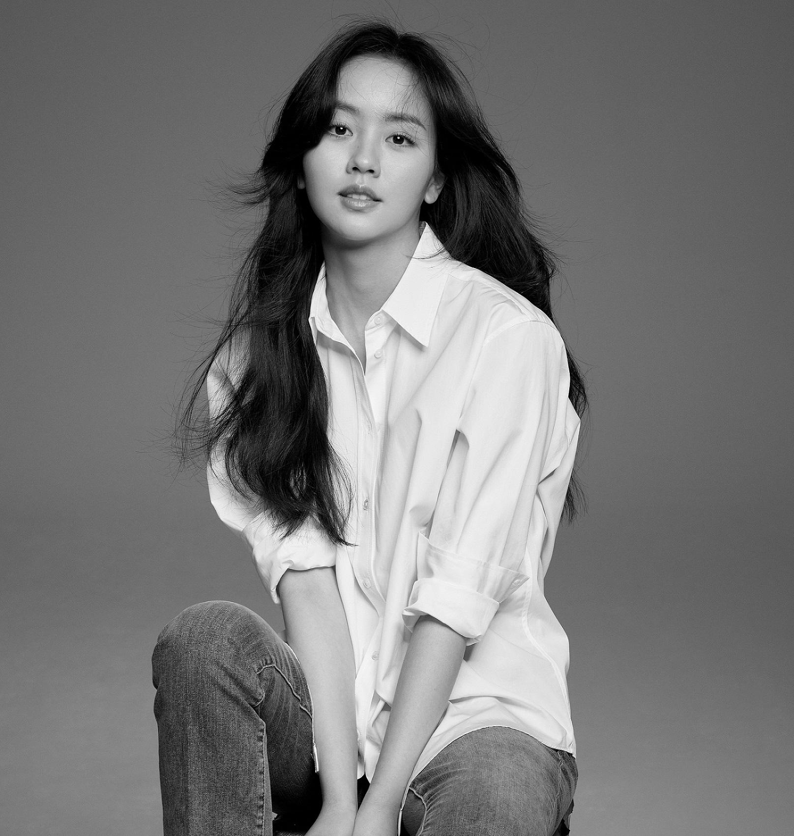 김소현 새 프로필 사진 공개 '소녀 벗고 여인 입다'