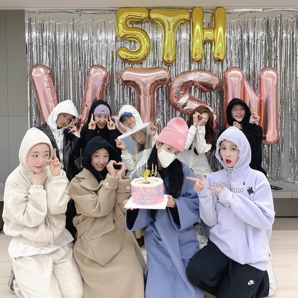 """우주소녀, 데뷔 5주년 기념 'Hurry Up' 파자마 버전 공개 """"우정아, 우정해♥"""""""