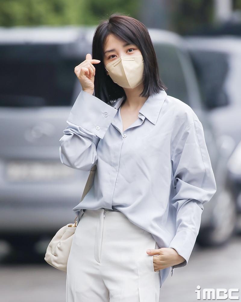 [움짤] 박하선, 요즘 핫한 '상수룩' 입고~