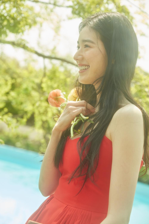 정은채, 여름 가득 담은 싱그러운 미소 [화보]