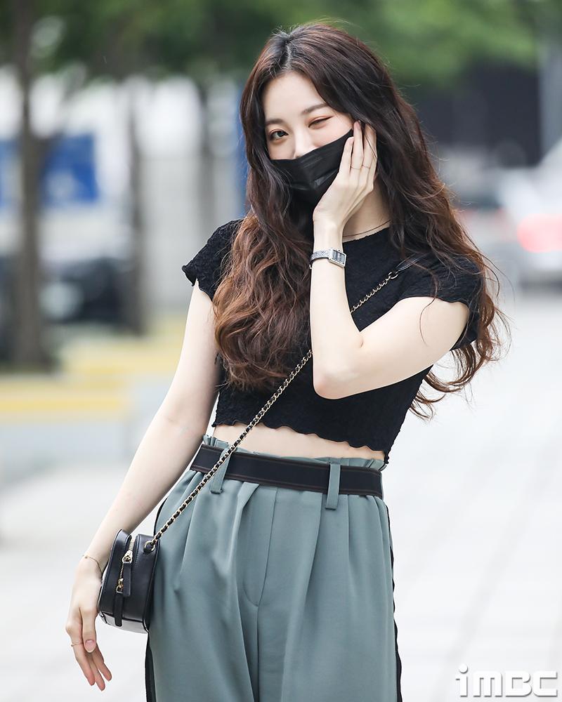 [포토] 유라, 세상 러블리 한 '윙크 꽃받침~'