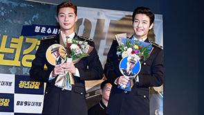 [포토] 박서준-강하늘, '꽃을 든 미남들'